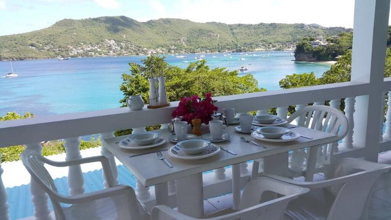 Alfresco dinning - Sunset Cottage - Lower Bay - rentals
