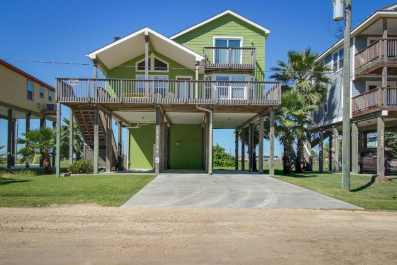 Beautifully renovated house with Gulf views & nearby beach access - dogs okay! - Image 1 - Galveston - rentals