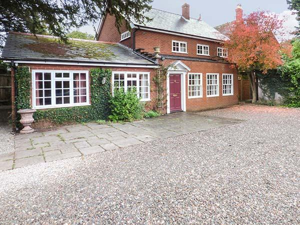 DORRINGTON COURT, detached, character features, en-suite, enclosed patio, in Dorrington, Ref 17984 - Image 1 - Dorrington - rentals