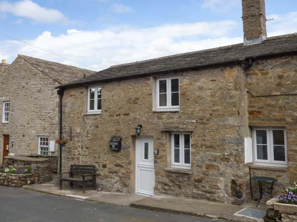 OLD DAME SCHOOL, character pet-friendly cottage in National Park, close village pub and green, WiFi, Bainbridge Ref 914127 - Image 1 - Bainbridge - rentals