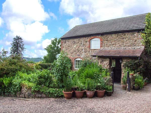 THE COACH HOUSE, open plan, use of leisure area, pet-friendly, garden, WiFi, near Great Malvern, Ref 926072 - Image 1 - Great Malvern - rentals