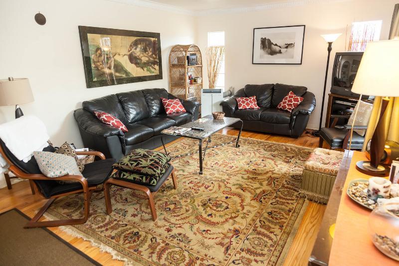 Living Room - Hilltop Beach House - Los Angeles - rentals