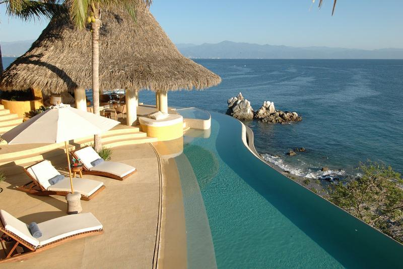 Casa Piedra Blanca, Sleeps 10 - Image 1 - La Cruz de Huanacaxtle - rentals