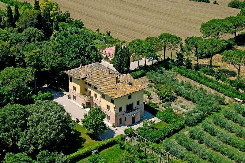 Villa de Angelis, Sleeps 18 - Image 1 - Perugia - rentals