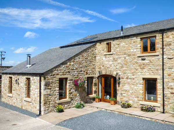 COWSLIP COTTAGE, luxury cottage, Velux windows, woodburner, near Ingleton, Ref 14380 - Image 1 - Ingleton - rentals