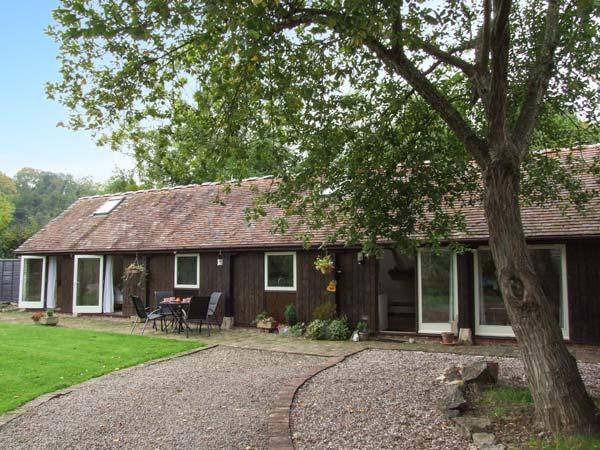 THE LINNEY, ground floor barn conversion with woodburner, garden, countryside setting in Malvern, Ref 917562 - Image 1 - Malvern Wells - rentals
