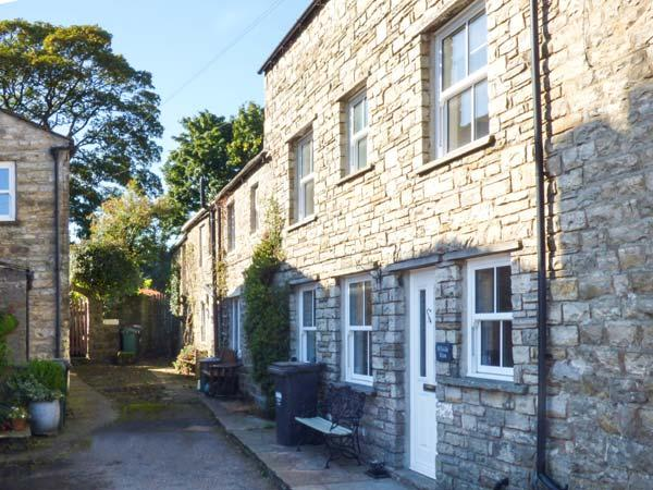 HILLSIDE VIEW, three-storey townhouse, woodburner, enclosed courtyard, WiFi, near Hawes, Ref 920027 - Image 1 - Hawes - rentals