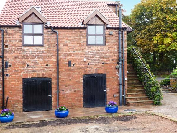 THE GRANARY, RYE HOUSE, mostly first floor, character features, super king-size bed, in Wroot, Bawtry, Ref 921367 - Image 1 - Bawtry - rentals