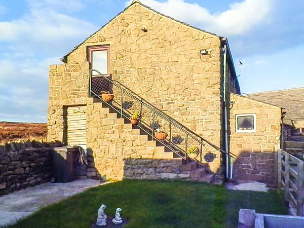 GRAMPS'S, first floor apartment, woodburner, WiFi, open plan living area, near Grindleford, Ref 927383 - Image 1 - Grindleford - rentals
