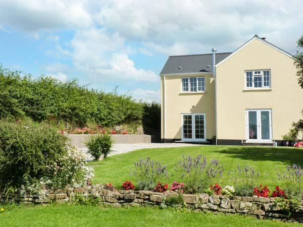 PINES COTTAGE, couple's cottage with WiFi, parking, en-suite, in Eastleigh near Bideford, Ref. 928527 - Image 1 - Instow - rentals