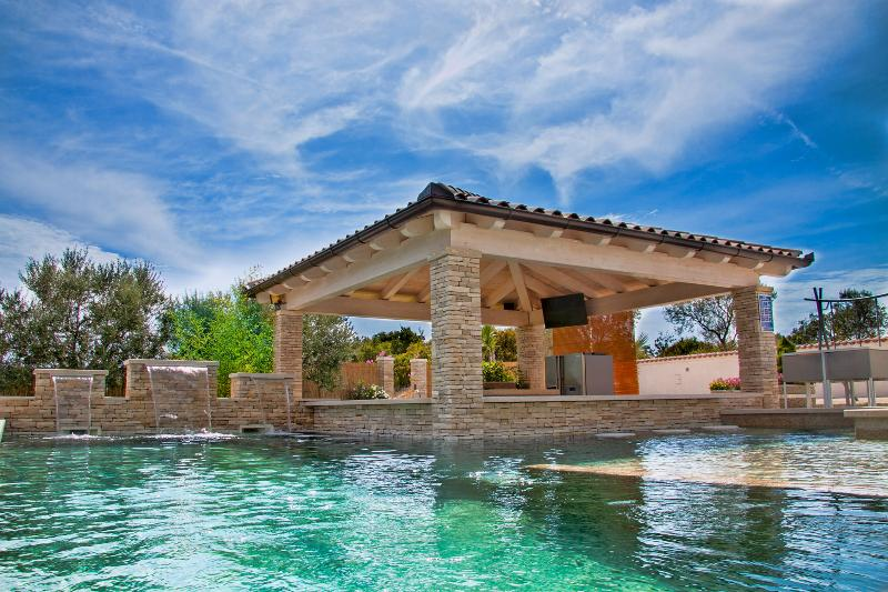 Pool-Bar Villa Istria / ~50m2 private pool / SPA Jacuzzi / Seaview - Image 1 - Vodnjan - rentals