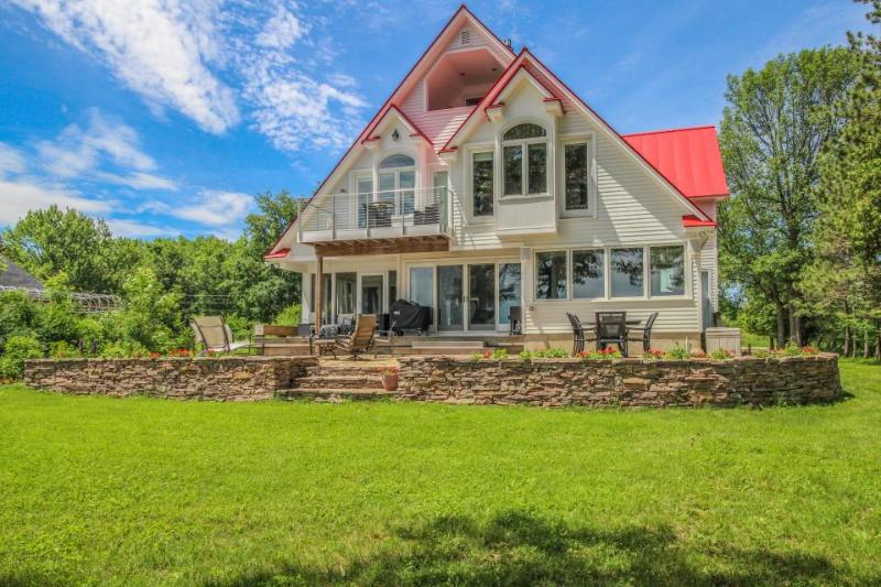 Stunning lakefront home with room for 10, great location! - Image 1 - North Hero - rentals