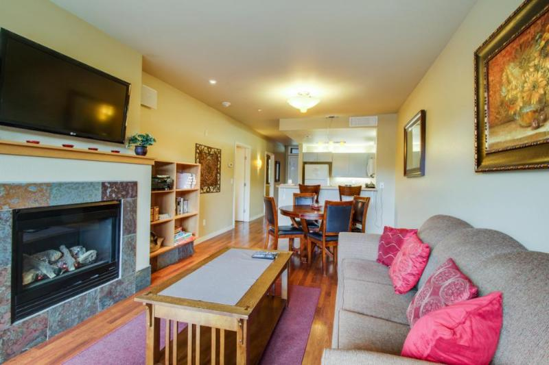 Quiet condo with private balcony, shared hot tub & pool access - Image 1 - Chelan - rentals