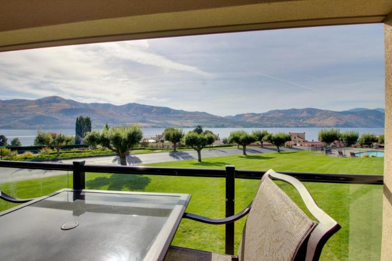 Deluxe condo with a shared pool, hot tub, dock & tennis, steps from the lake! - Image 1 - Chelan - rentals