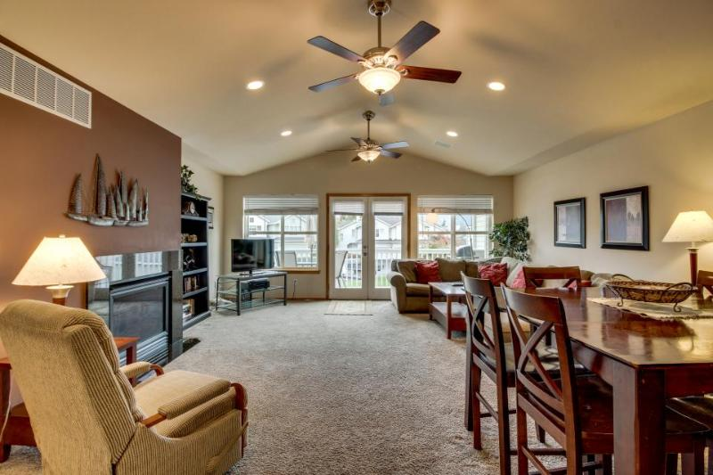 Spacious condo w/ shared pool - boat launches, shoreline, & wine tasting nearby! - Image 1 - Manson - rentals