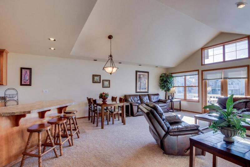 Traditional townhome w/communal pool & private deck for 10! - Image 1 - Manson - rentals