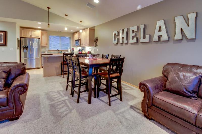 Deluxe townhome w/shared pool - walk to shoreline, wine tasting nearby! - Image 1 - Manson - rentals