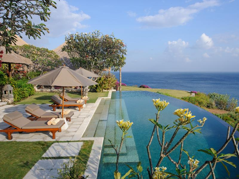 Bayuh Sabbha - Poolside loungers and view - Villa Bayuh Sabbha - an elite haven - Bukit - rentals