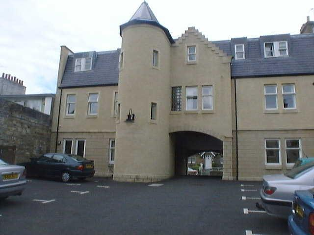 exterior of building with parking space  - 4 Provost Niven Close, St Andrews, KY16 9BL - Saint Andrews - rentals