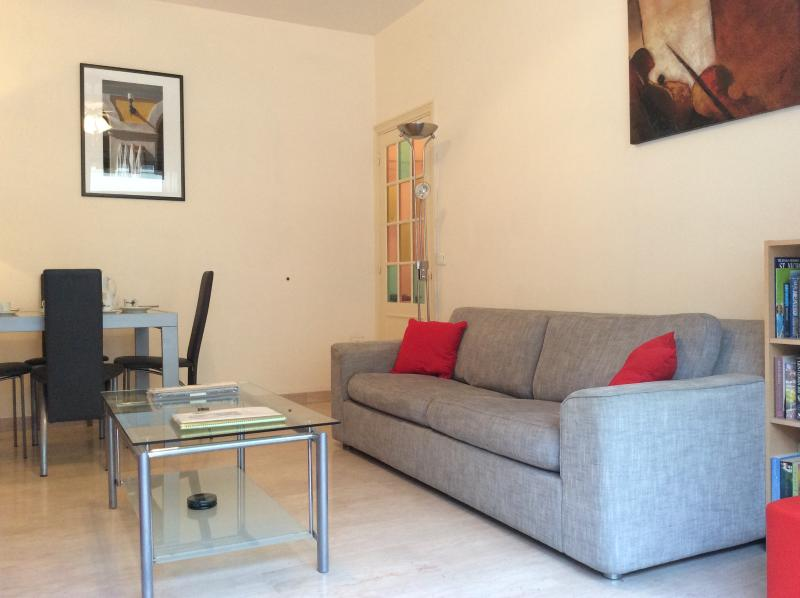 Large Bright living room - Place Mozart Apartment, Ave Auber. Wifi, Terrace. - Nice - rentals