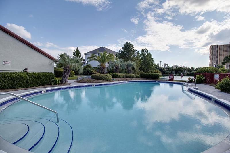 Cozy Florida condo w/shared dock, pool & sauna! Across the street from beach! - Image 1 - Panama City Beach - rentals