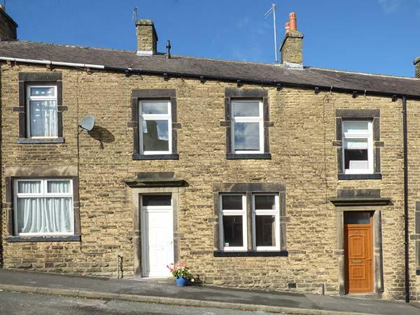 DALES COTTAGE, fantastic location, flexible sleeping, cosy cottage in Skipton, Ref. 926060 - Image 1 - Skipton - rentals