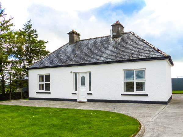 FARM COTTAGE, all ground floor, open fire, lawned gardens, WiFi, Balla, Ref 929219 - Image 1 - Balla - rentals