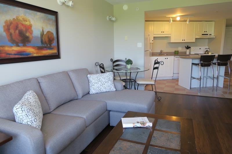 Living Room & Kitchen - Corner Suite on Citadel Hill - Halifax - rentals