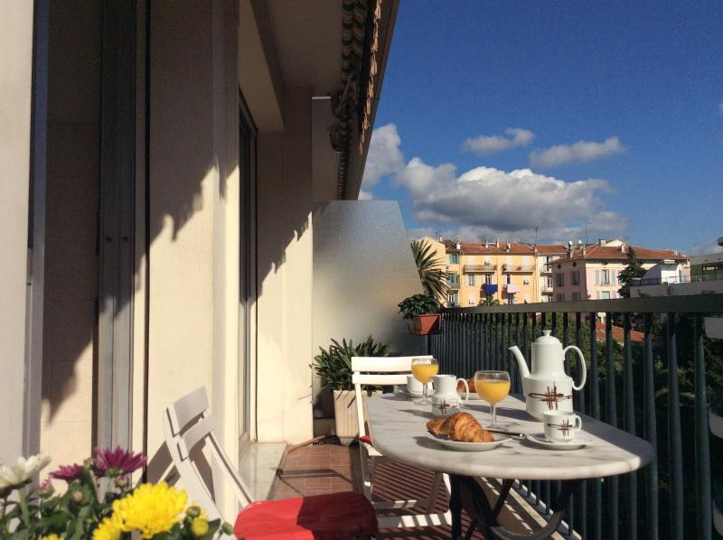 Breakfast on sun terrace, October 20th 2015 - Place Mozart Apartment, Ave Auber. Wifi, Terrace. - Nice - rentals