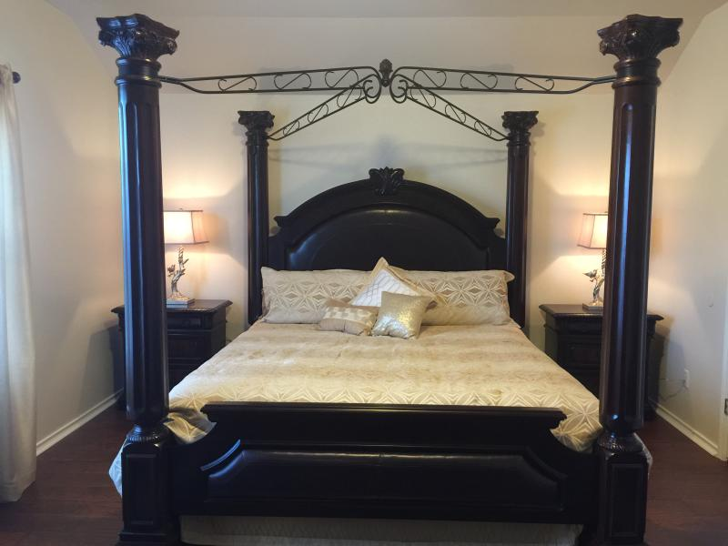 Master Bedroom - Home Away From Home Upscale & Comfortable - Austin - rentals