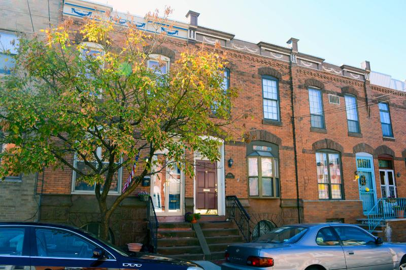Beautiful Turn of the Century S. Philly Row House - Image 1 - Philadelphia - rentals