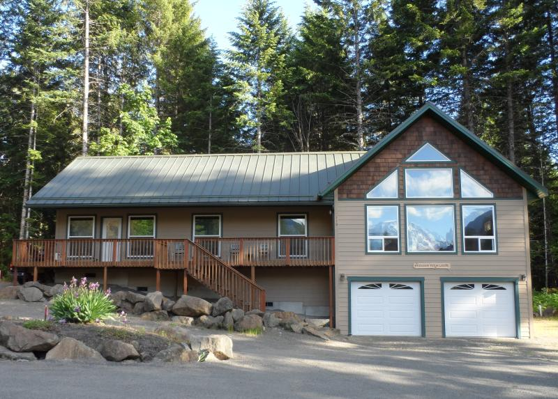 Welcome to Rainier View Lodge w/its view of the mountain reflected on the front windows.  - 3+ bdrm/2 bath/2,184 sq. ft. w/view of Mt. Ranier - Packwood - rentals