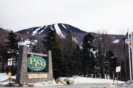 Pico Resort Exterior - Pico Resort Slopeside Condo Unit E305 - Two bedrooms plus Loft with Two bathrooms Walk to Lift & Ski Home To Your Back Door! Sports Center on Premises! - Killington - rentals