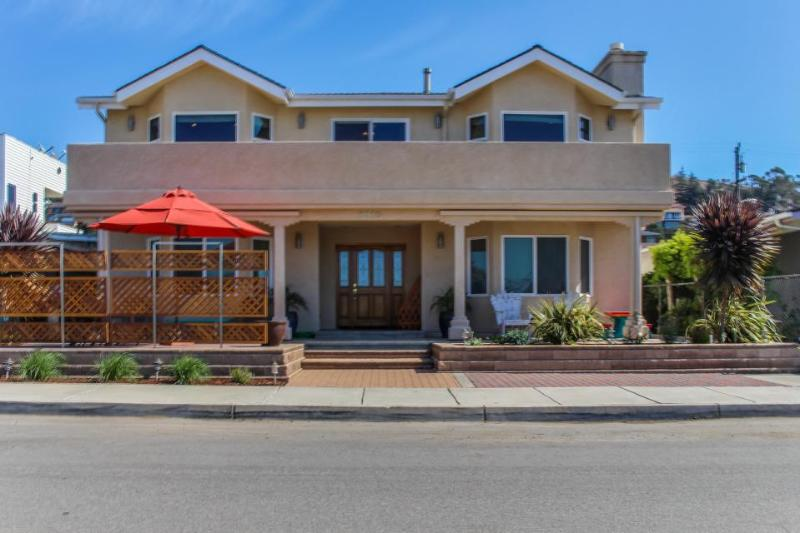 Pretty house w/ jetted tub & partial views of ocean and views of Morro Bay Rock! - Image 1 - Morro Bay - rentals