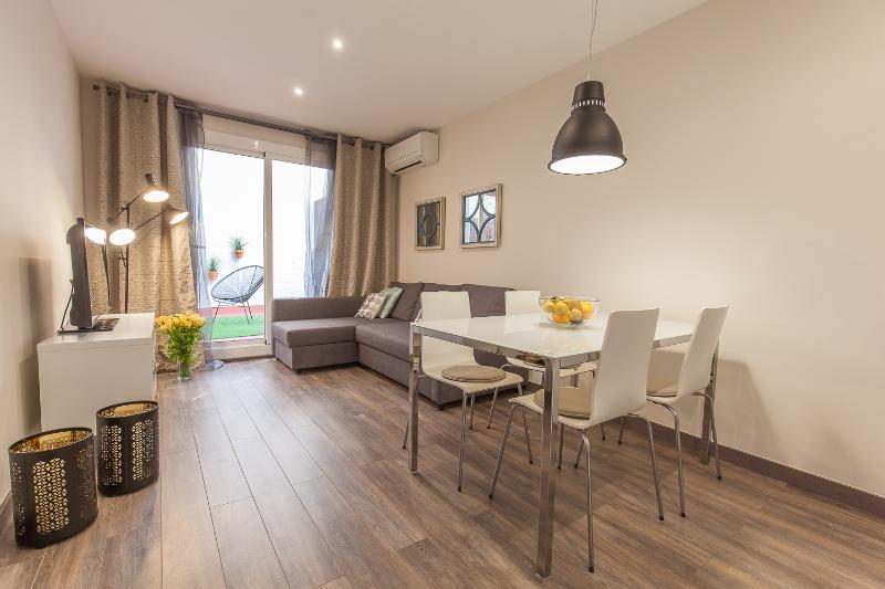 Cozy & Bright 2 Bedroom Apartment in Poble Sec - Image 1 - Barcelona - rentals