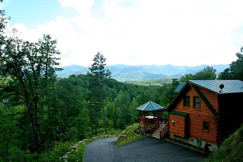 A Wilderness Hideaway - Delightful Rental Just 10 Minutes from Casino with Amazing View, Hot Tub, 2 Gas Fireplaces, and Upgraded Firepit - Image 1 - Whittier - rentals
