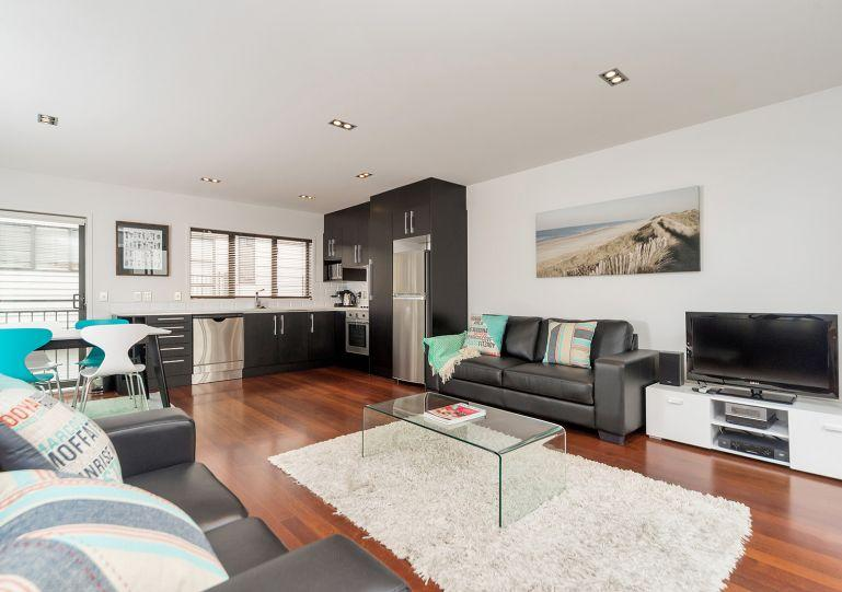 This apartment is an open plan living - Modern Three Bedroom Townhouse Freemans Bay, Auckland, NZ - Auckland - rentals