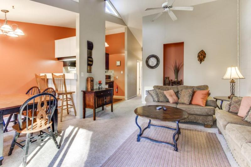 Well-appointed Sunriver home near SHARC, the Village, & golf - Image 1 - Sunriver - rentals