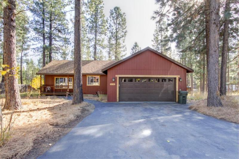 Home Nestled In The Trees on Private 1 Acre Lot w/ a Hot Tub - Image 1 - Sunriver - rentals