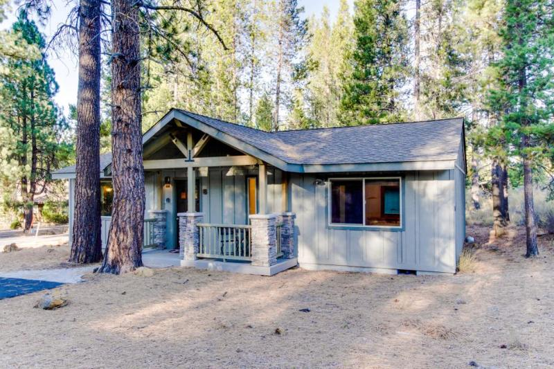 Spacious, dog-friendly home with SHARC access and private hot tub - Image 1 - Sunriver - rentals