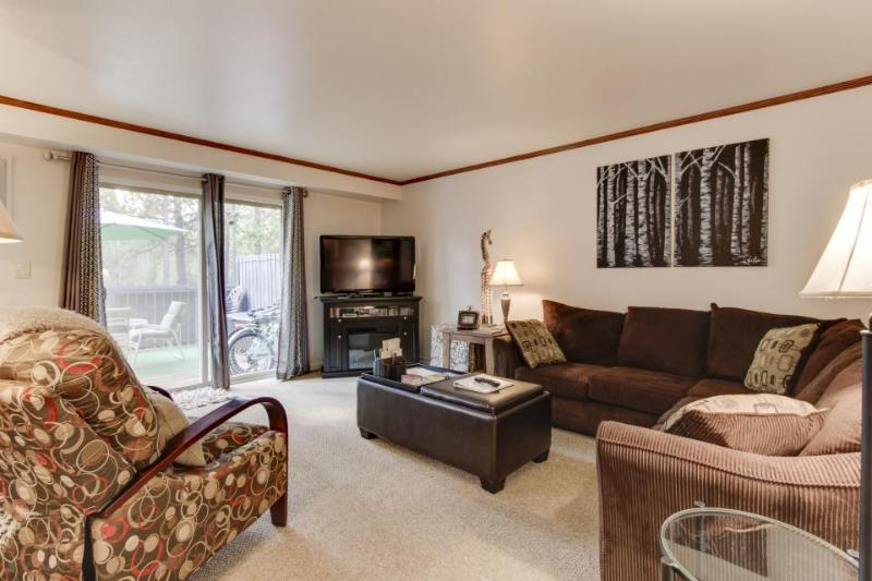 Beautiful home w/ SHARC passes to shared pool & hot tubs - Image 1 - Sunriver - rentals