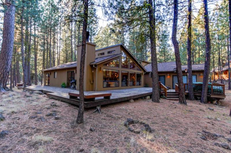 Contemporary Northwest home w/amazing deck, on-site golf and shared pool, sauna! - Image 1 - Black Butte Ranch - rentals