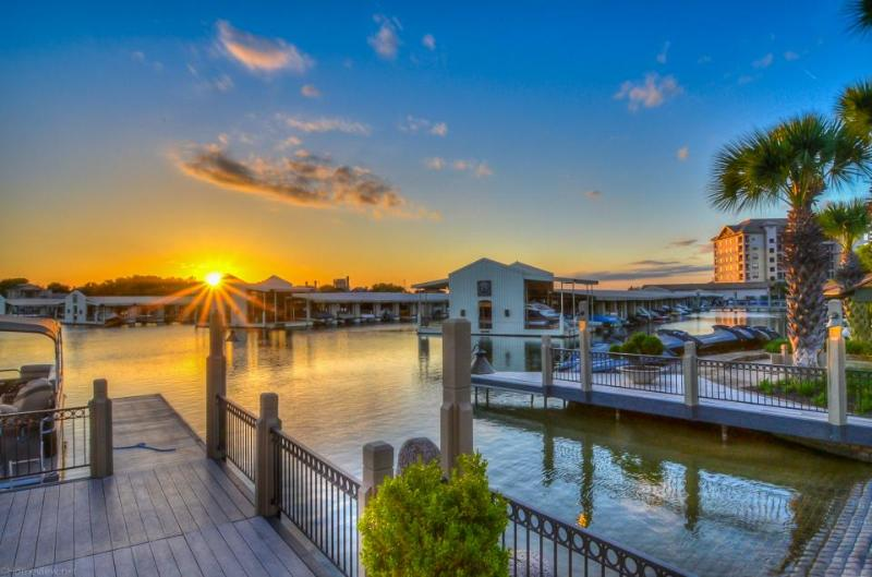 Upscale lakefront resort condo w/lake views, shared pool, & day dock! - Image 1 - Horseshoe Bay - rentals