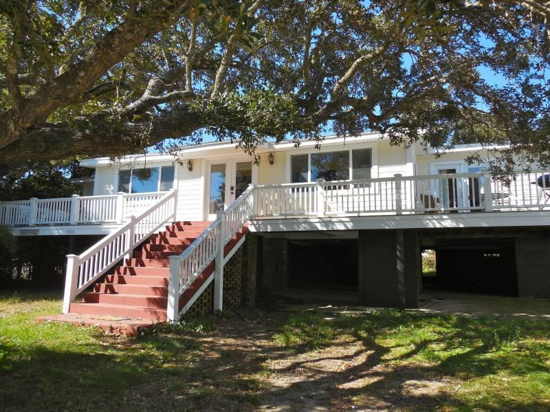 1016 E Arctic Ave - Grouper Therapy - Folly Beach, SC - 5 Beds BATHS: 2 Full - Blue Mountain Beach - rentals