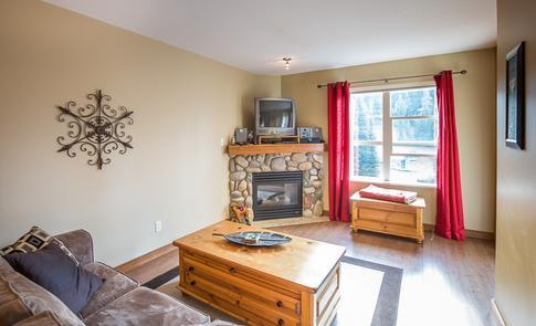 Welcome to our cozy condo. We hope that you enjoy your stay and take in all the skiing and wonderful vistas you can handle on this gem of a mountain! - Creekside - Silver Queen - Silver Star Mountain - rentals
