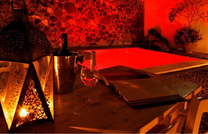 Small Romantic Villa for Two on Santorini  - Villa Petros - Image 1 - Megalochori - rentals