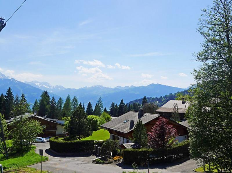 Three Story Suisse Villa Surrounded by Trees and Meadows - Villa Prairie - Image 1 - Villars-sur-Ollon - rentals