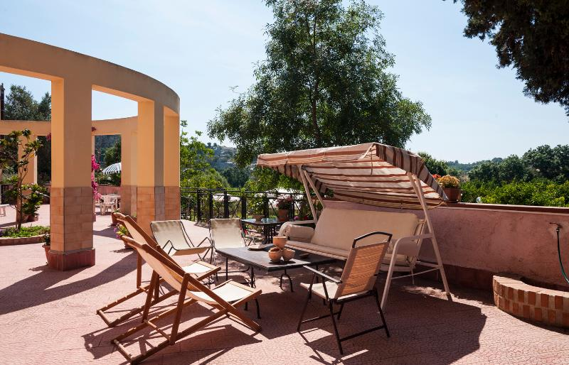 Family-Friendly Sicilian Villa with Cottage - Villa Agrume with Cottage - Image 1 - Brucoli - rentals
