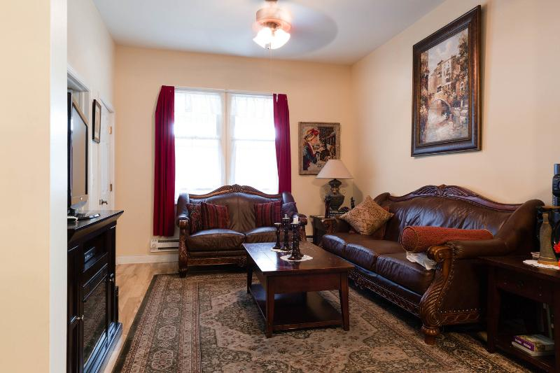 Living Room - Beautiful 2 bed room apartment - Chicago - rentals