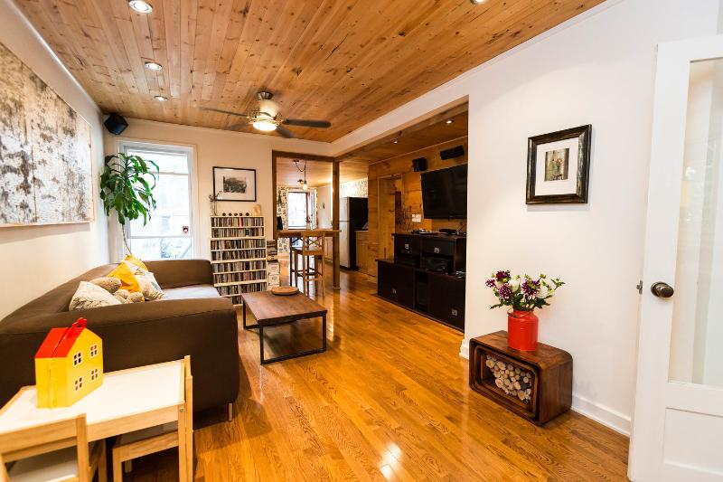 Living Room - Cottage in the City - Toronto - rentals